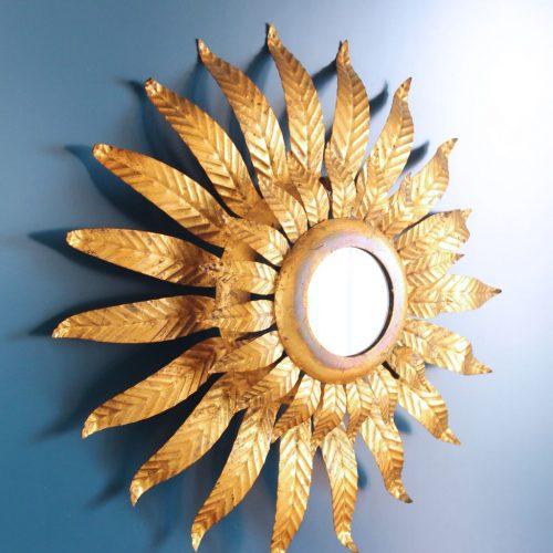 SOL - Lámpara de techo o aplique de pared - espejo sol en forja dorada. Vintage 60s.