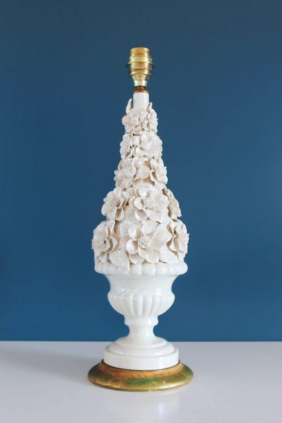 Lámpara de cerámica de Manises, blanco roto efecto nacarado. Vintage 50s-60s.