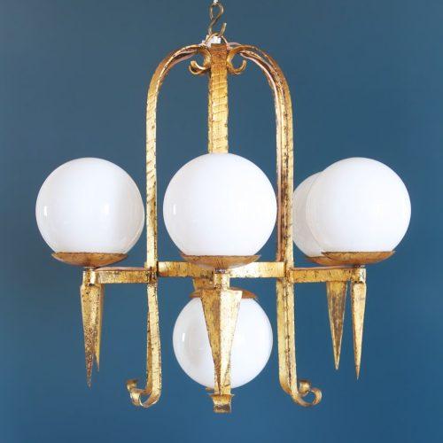 Lámpara de techo en forja dorada. Diseño brutalista. Vintage 50s-60s.