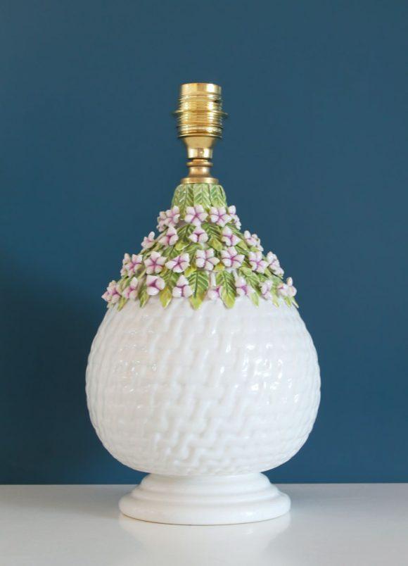 "Lámpara de cerámica de Manises, canasto con flores, ""Casés"", vintage 50s-60s."