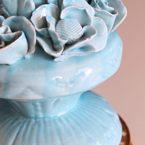 Lámpara de Manises en cerámica azul. Flores y hojas. Vintage 50s-60s.