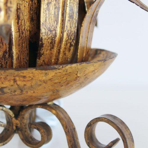 Singular lámpara de sobremesa en forja dorada, diseño vegetal, vintage 50s-60s.