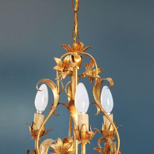 Lámpara chandelier de techo, en forja dorada con flores y hojas. Vintage 50s-60s.