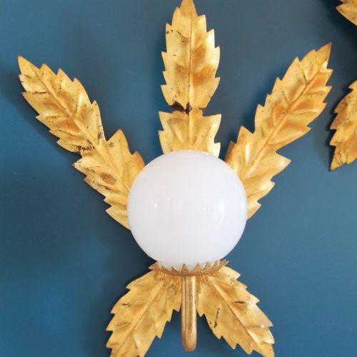 Pareja de apliques de forja dorada al pan de oro - hojas - vintage años 50s-60s.