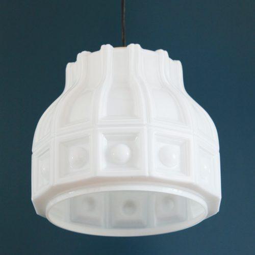 HELENA TYNELL para FLYGSFORS. Lámpara de techo de cristal opal blanco. Suecia, vintage años 60s. Pareja disponible.