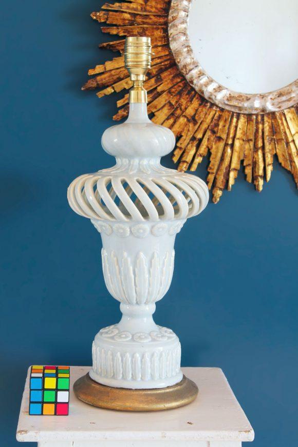 Gran lámpara de cerámica calada de Manises en color azul pálido, vintage años 50-60.