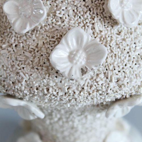 Lámpara de cerámica de Manises, Bondía. Cerámica blanca con flores. Vintage 50s-60s.
