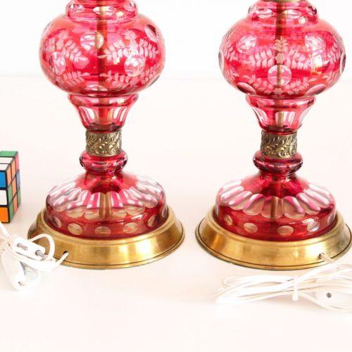 Preciosa pareja de lámparas de cristal tallado de Bohemia - rosa con motivos florales - vintage años 50s.