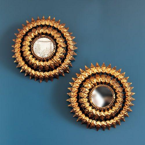 Pareja de espejos sol retroiluminados - lámparas o apliques en forja dorada. Vintage años 60s.
