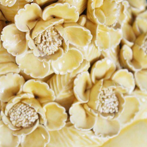 PEONÍAS AMARILLAS - Gran lámpara de cerámica de Manises. Cerámica amarilla, flores y hojas. Vintage años 50s-60s.