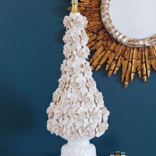Gran lámpara de cerámica de Manises, copa con rosas. Vintage 50s-60s.