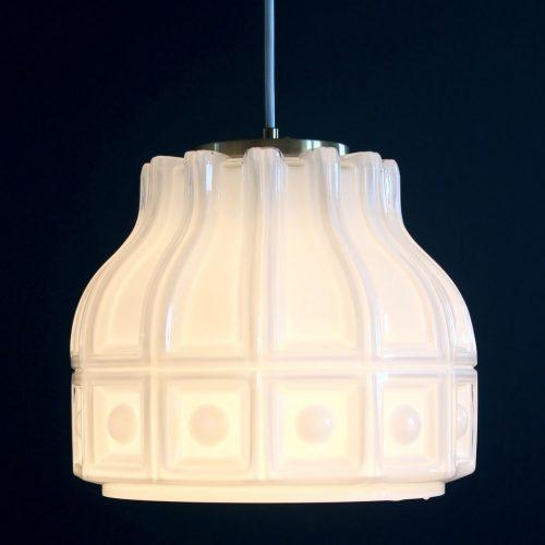 HELENA TYNELL para FLYGSFORS. Lámpara de techo de cristal opal blanco. Suecia, vintage años 60s.