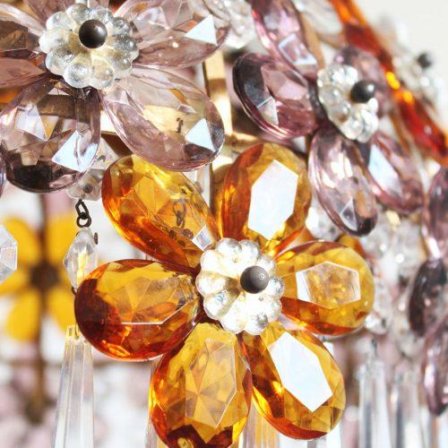 Espectacular lámpara de techo con flores y lágrimas de cristal, vintage 70s.