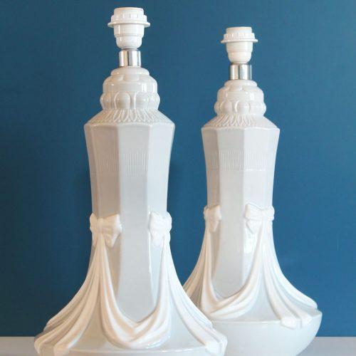 Pareja de lámparas de cerámica de Manises. C. Hispania. Azul con lazos blancos. Vintage 60s-70s.
