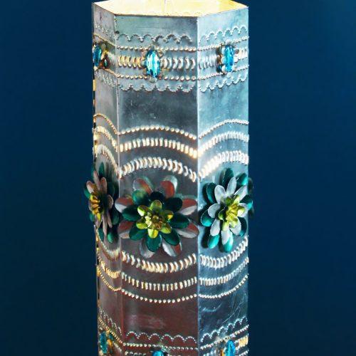 ARTE ESPAÑA - Lámpara de techo de hojalata y cuentas de cristal. Vintage 50s-60s. Espejo a juego.