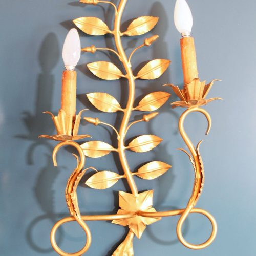 Pareja de apliques en forja dorada con ramas y hojas. Vintage 50s-60s.