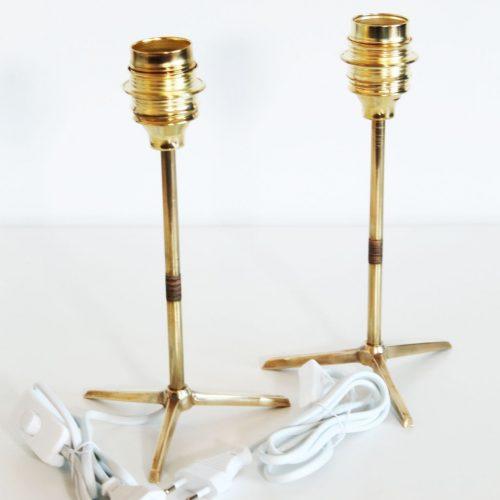 Pareja de lamparas de latón dorado en forma de trípode, vintage 50s.
