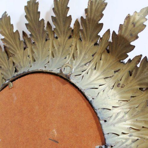 Espejo sol con diseño de hojas, forja dorada. Vintage años 60.