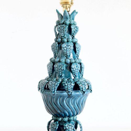 Singular lámpara de cerámica de Manises, en color azul grisáceo. C. Bondía. Vintage años 50s- 60s.