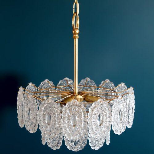 Lámpara de techo o chandelier de cristal y latón dorado. Bakalowits & Sohne (atrib.) Austria, vintage años 60s-70s. PAREJA DISPONIBLE.