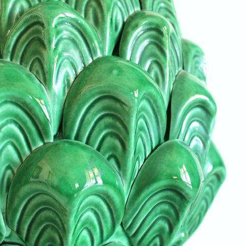 Singular conjunto de jarrón y pedestal de cerámica de Manises. Diseño vegetal, en color verde. Vintage años 50-60.