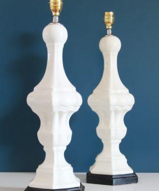 Elegantísima pareja de lámparas de cerámica blanca de Manises. Bondía. Vintage 50s-60s.