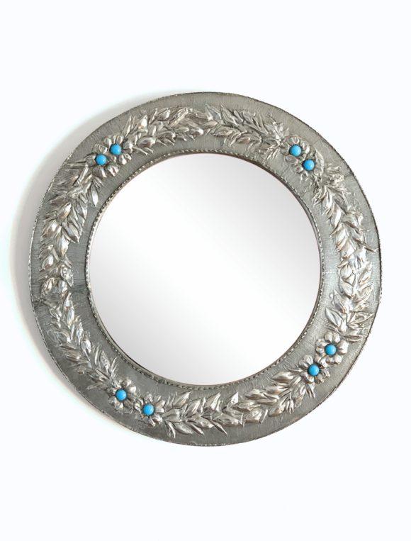 GUIRNALDAS DE ESTAÑO - Espejo con marco de estaño tallado a mano con guirnaldas y flores azules. Vintage 50s-60s.