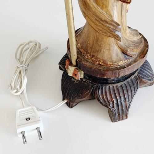 Dama china - Lámpara de mesa de madera tallada, de estilo oriental. Vintage 50s.