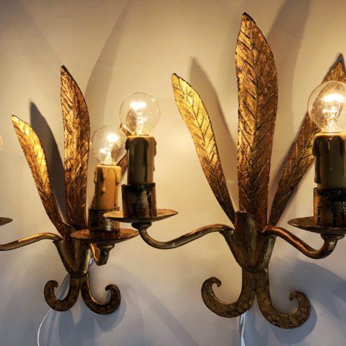 Pareja de apliques en forja dorada, en forma de hojas. Vintage 50s-60s.