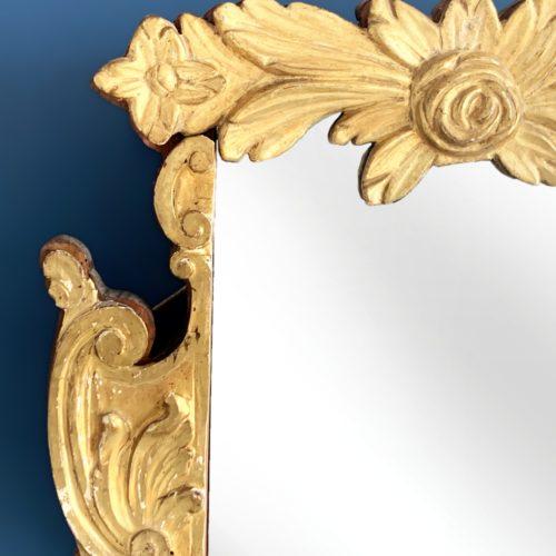 Espejo barroco de madera tallada y dorada al pan de oro. Vintage 1ª mitad siglo XX.