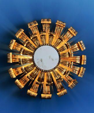 Espejo sol retroiluminado o aplique de pared en forja dorada al pan de oro. Vintage años 60s.