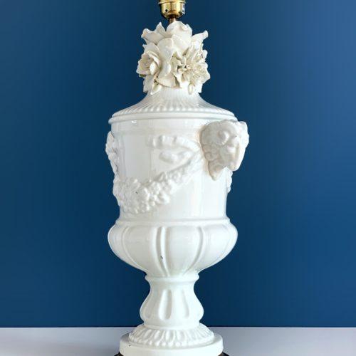 Excelente lámpara de cerámica de Manises. Estilo Imperio con flores. Vintage 50s-60s.