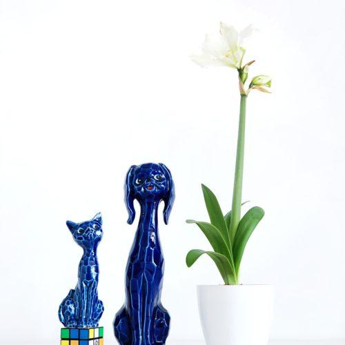 Perro y Gato - Pareja de figuras de porcelana japonesa Eiho, en color azul. Vintage 1960.