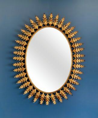 Gran espejo sol con diseño de hojas, forja dorada. Vintage años 60.