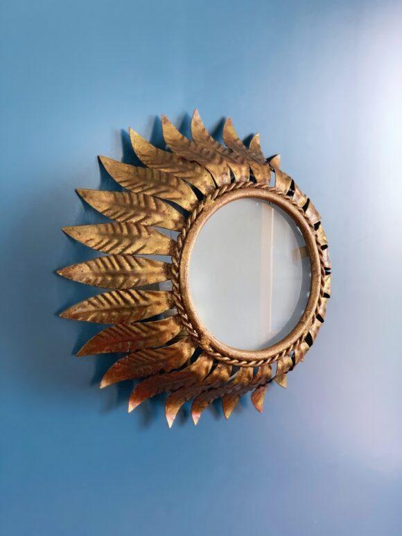 Lámpara plafón o aplique sol en forja dorada, con diseño de hojas. Convertible en espejo. Vintage años 60.