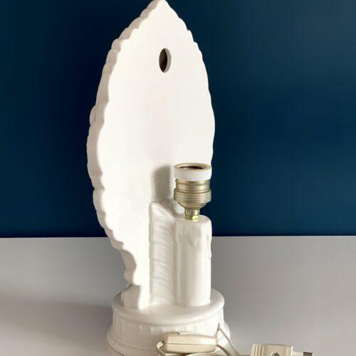 Lámpara de iglesia en cerámica de Manises, retroiluminada. Cerámica blanca con flores. Vintage 50s-60s.