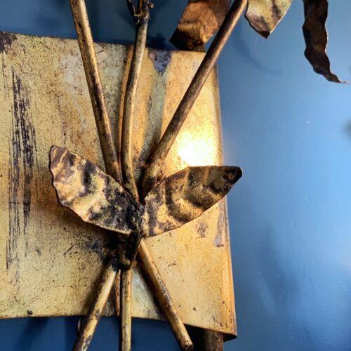 Pareja de grandes apliques de forja dorada al pan de oro - ramas y hojas - vintage años 50s-60s.