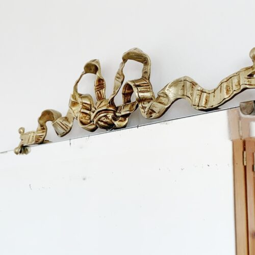 Espejo antiguo con lazo de bronce. Shabby chic - Vintage años 30s-40s.