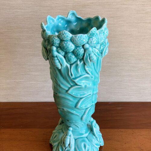 Jarrón de cerámica de Manises. Abejas y hojas de acanto. Vintage años 50-60.