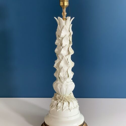 Gran lámpara de cerámica de Manises, Cerámicas Bondía. Blanca con hojas y flores. Vintage 50s-60s.