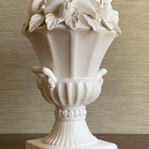 Lámpara de cerámica de Manises. C. Hispania. Copa con frutas y hojas. Vintage 50s-60s.